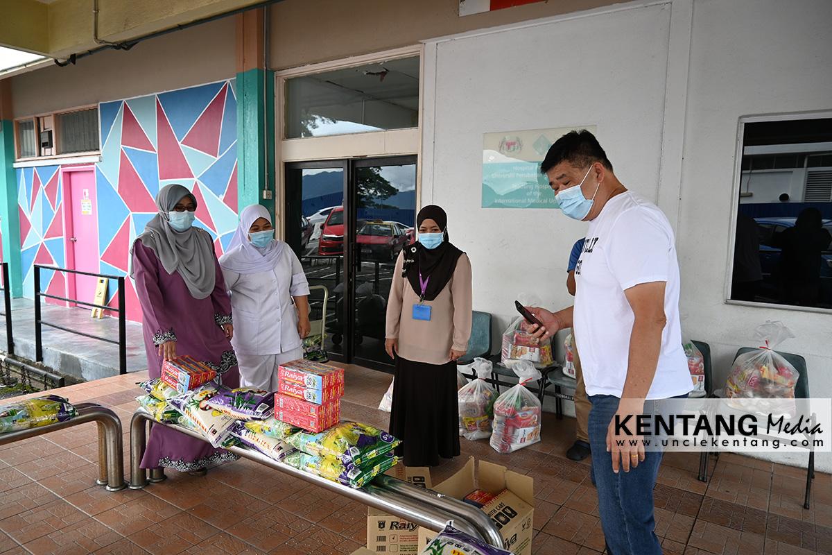 Sumbang 10 Set Bekalan Makanan Kepada Unit Sosial Hospital Tuanku Jaafar